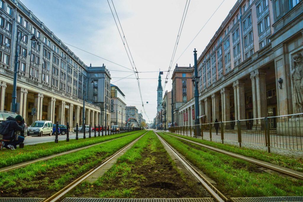 Zielone torowisko. Zdjęcie autorstwa Caio z Pexels
